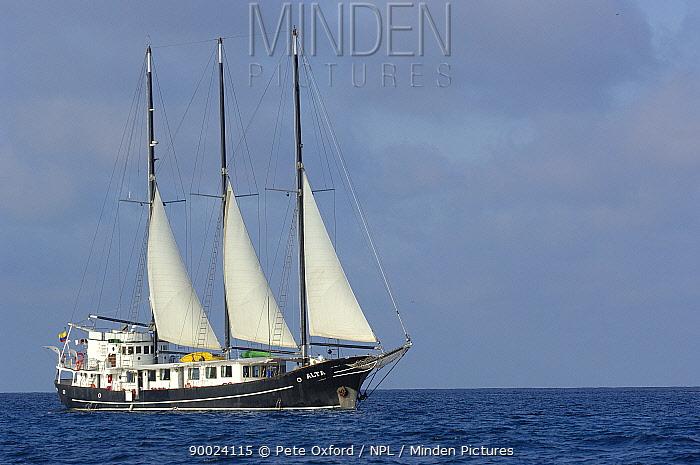 Alta sailing yacht, tourism boat, Gardner Bay, Espa�ola, Hood Is, Galapagos 2006  -  Pete Oxford/ npl