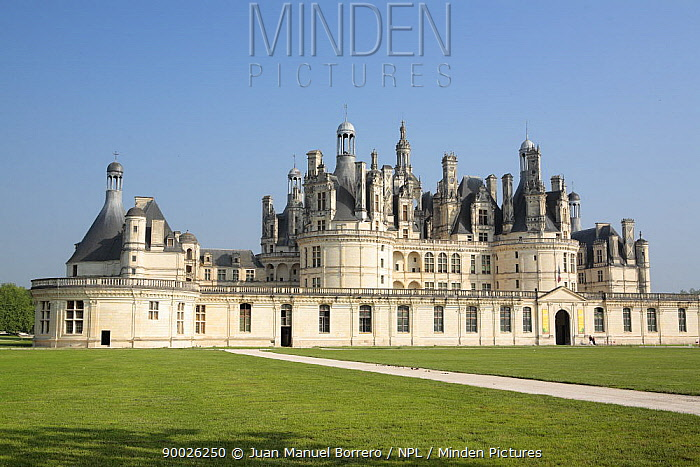 Gardens and Castle of Chambord in the Loire Valley, France  -  Juan Manuel Borrero/ npl