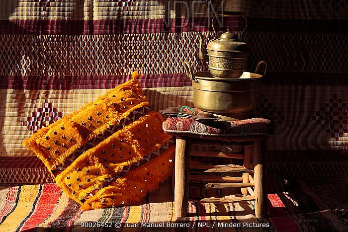 Pot, stool and cushion inside of haima in Erg Lihoudi desert, M?Hamid, Morocco December 2007  -  Juan Manuel Borrero/ npl