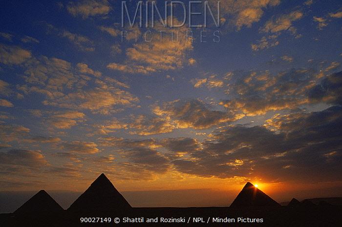 Pyramids at sunrise, Giza, Egypt, 1992  -  Shattil & Rozinski/ npl