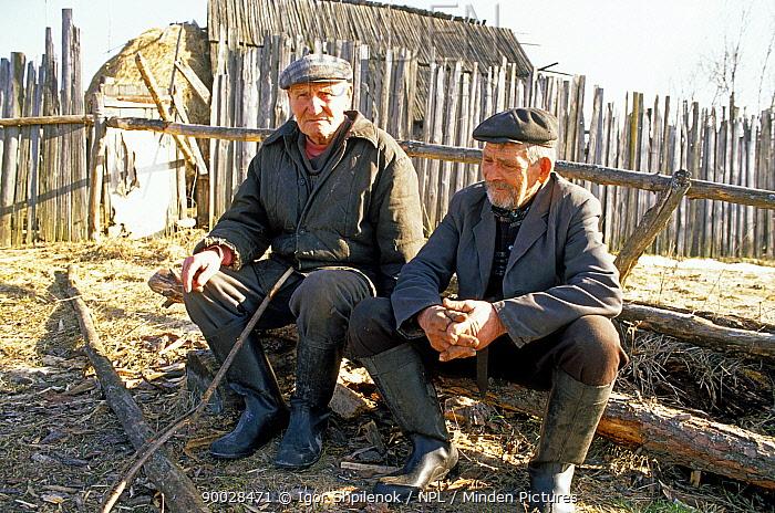 Village patriarchs, Chukhrai, Bryansk Province, Russia,  -  Igor Shpilenok/ npl