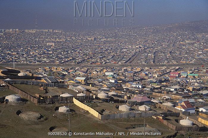 Yurt homes on the impoverished outskirts of Ullan-Baator, Mongolia  -  Konstantin Mikhailov/ npl