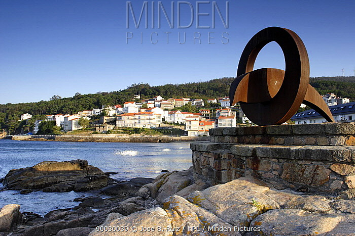 Sculpture on the harbour wall in the town of Ezaro, Costa da Morte, Galicia, Spain  -  Jose B. Ruiz/ npl