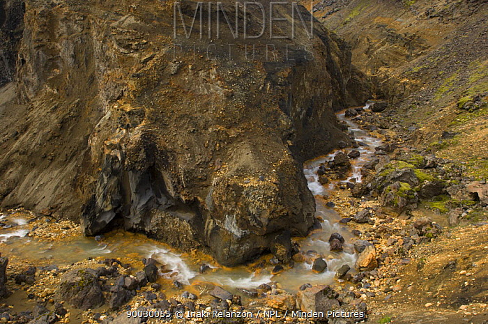 River meandering though the Landmannalaugar highlands, central Iceland  -  Inaki Relanzon/ npl
