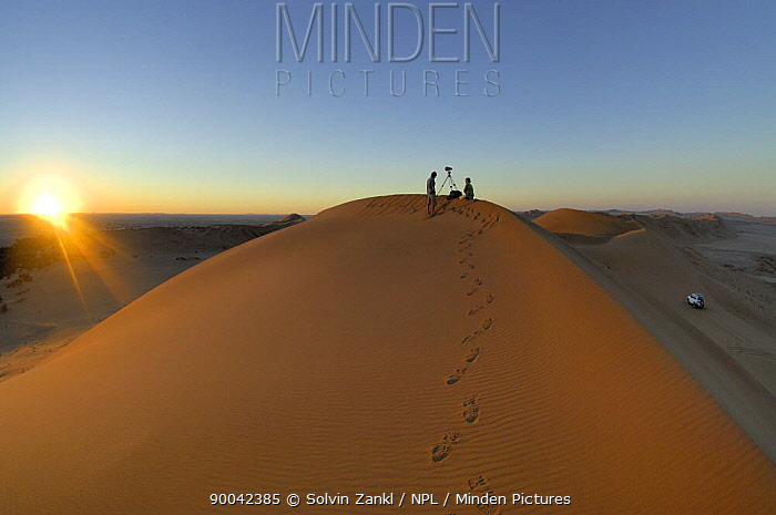 People filming on the top of sand dunes close to the Gobabeb Training and Research Centre, Namib Desert, Namibia 2007  -  Solvin Zankl/ npl
