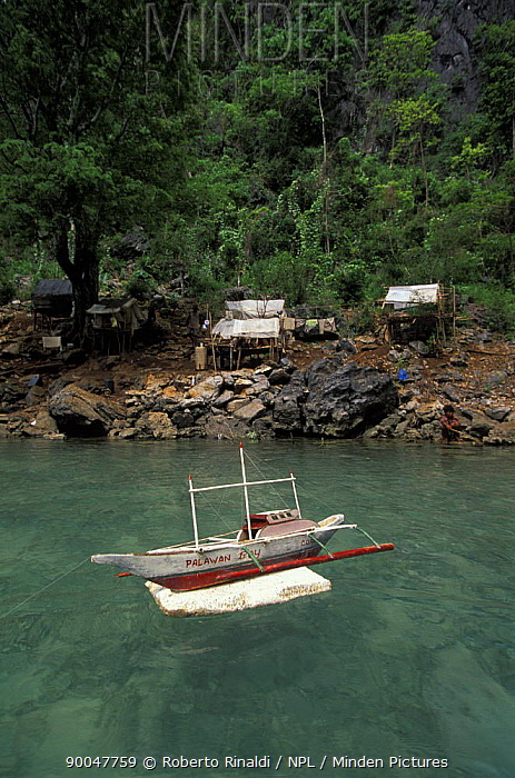 Toy bangka (traditional boat) in the Philippines Small settlement of people from the Tagbanua tribe, Kayangan Lake, Coron Island in the province of Palawan  -  Roberto Rinaldi/ npl