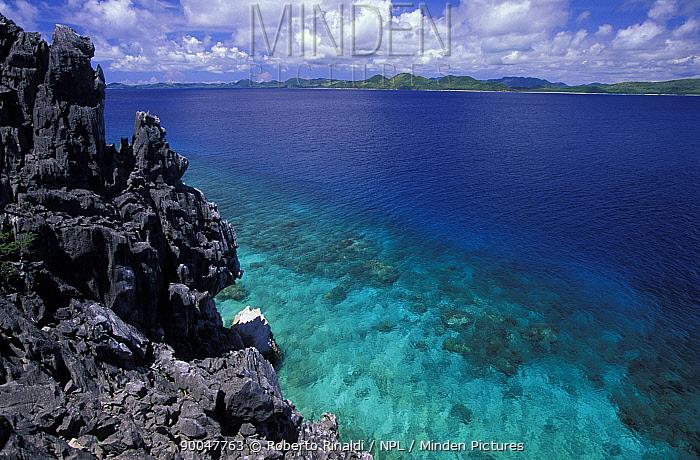 Limestone cliffs, Black island, Palawan, Philippines  -  Roberto Rinaldi/ npl