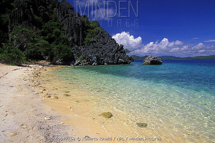 Beach on Black Island, Palawan, Phillipines  -  Roberto Rinaldi/ npl