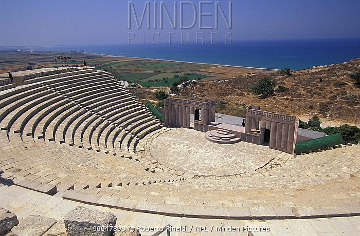 Greek-Roman amphitheatre at the site of the ancient city of Kourion, Curium, Cyprus  -  Roberto Rinaldi/ npl