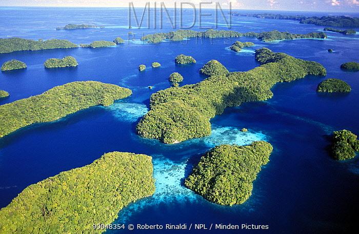 Aerial view of the Rock islands, Palau, Micronesia  -  Roberto Rinaldi/ npl