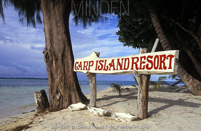 Carp island resort sign with tridacna shells underneath, Carp island, Palau  -  Roberto Rinaldi/ npl