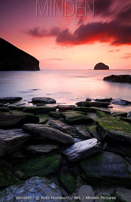 Trebarwith strand at sunset, Cornwall, UK September 2008  -  Ross Hoddinott/ npl