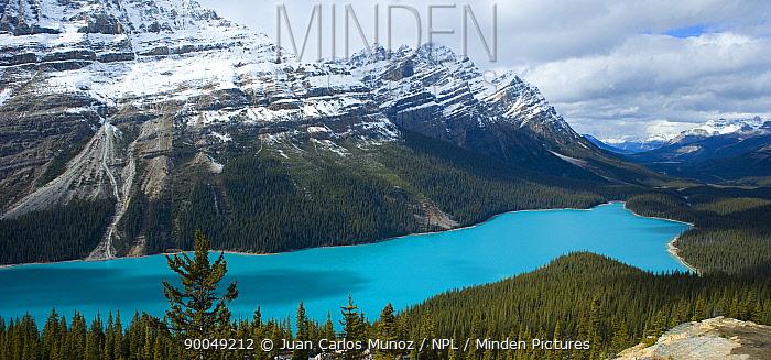 Lake Peito, Rocky Mountain NP, Banff, Alberta, Canada  -  Juan Carlos Munoz/ npl