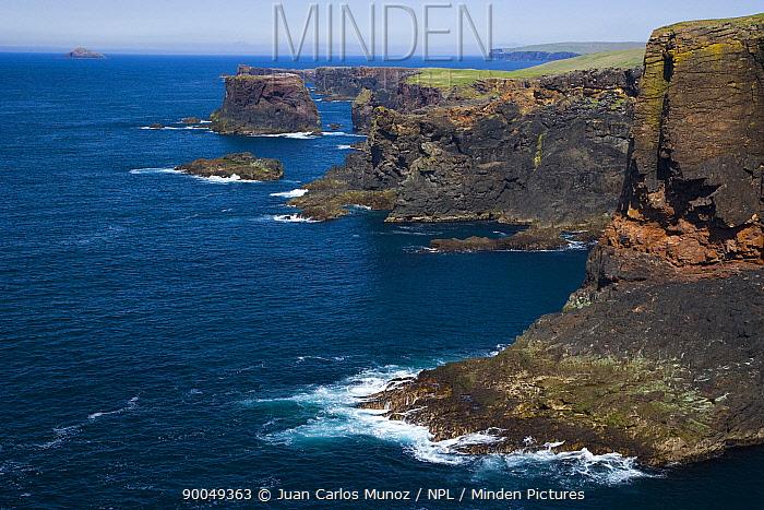 Coastal landscape near Eshaness, W Shetland Islands, Scotland, UK  -  Juan Carlos Munoz/ npl