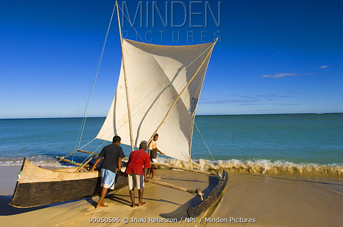 Traditional piroque boat of the Vezo tribe, fisherman people in Anakao, South Tulear, South Madagascar  -  Inaki Relanzon/ npl