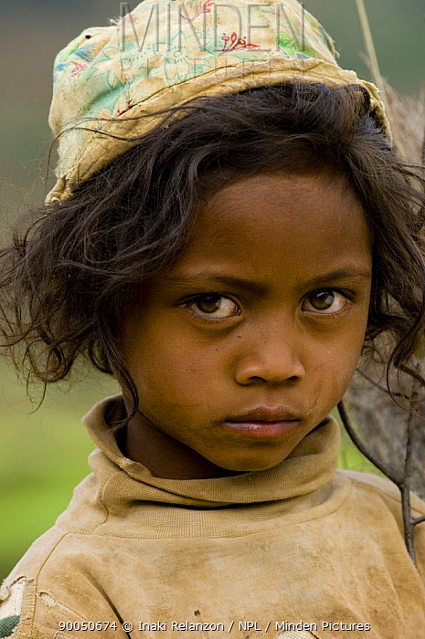 Young girl in the rice fields, south Madagascar  -  Inaki Relanzon/ npl