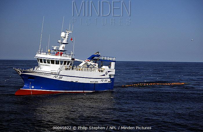 MFV Ocean Harvest hauling its net in the North Sea September 2008  -  Philip Stephen/ npl