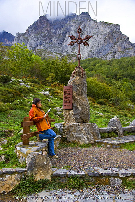 Walker on the Ruta del Cares path, Pico de Europa NP, Leon, Northern Spain October 2006  -  Juan Carlos Munoz/ npl