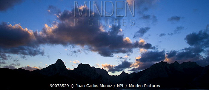 Silhouette of the Gilbo mountain range, Riano, Picos de Europa NP, Leon, Northern Spain  -  Juan Carlos Munoz/ npl
