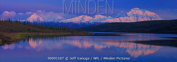 Wonder Lake with Mt McKinley in the background, Denali National Park, Alaska, USA, autumn, September 2008  -  Jeff Vanuga/ npl