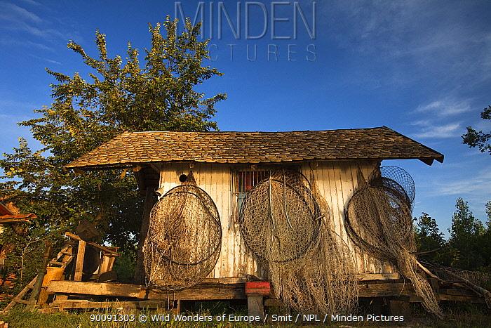 Old fisherman's cabin along the Danube, June 2009  -  WWE/ Smit/ npl