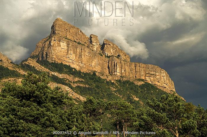 Pena de Oroel mountain in clouds Spain, Aragon, July 2008  -  Angelo Gandolfi/ npl