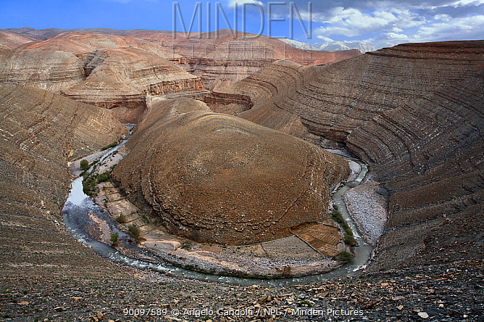 Horseshoe meander in Dades gorge, Atlas mountains, Morocco March 2007  -  Angelo Gandolfi/ npl