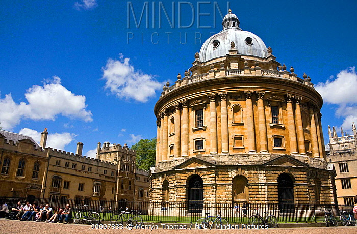 Radcliffe Camera with bikes chained to railings, Oxford, UK June 2009  -  Merryn Thomas/ npl