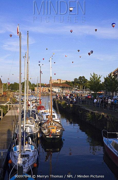 Bristol Balloon Fiesta over yachts moored on the Floating Harbour, Bristol, UK, August 2009  -  Merryn Thomas/ npl