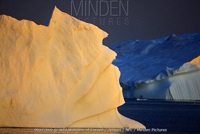 Iceberg at dusk, Greenland, August 2009 WWE BOOK  -  WWE/ Jensen/ npl