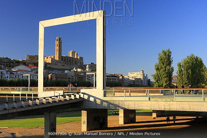 Outdoor sculpture in shape of picture frame, Lerida city, Catalonia, Spain September 2008  -  Juan Manuel Borrero/ npl