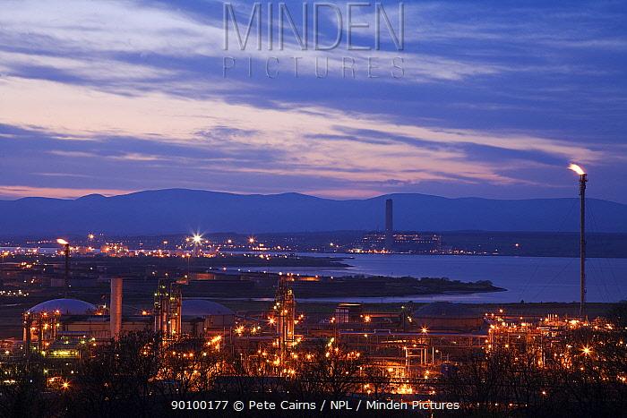 Grangemouth Oil Refinery at dusk, Grangemouth, Central Scotland, UK, May 2008  -  Pete Cairns/ npl