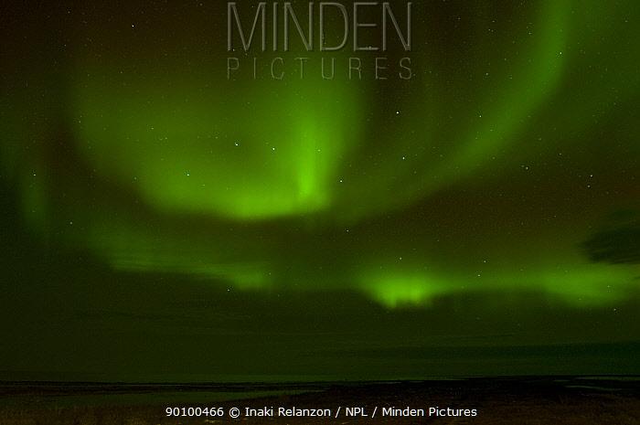 Northern Lights (Aurora Borealis) near Churchill, Hudson Bay, Manitoba, Canada October 2005  -  Inaki Relanzon/ npl