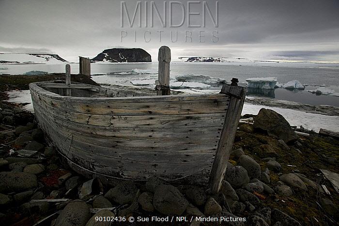 Abandoned Russian research base, Hooker Island, Franz Josef Land, Russian Arctic, July 2007  -  Sue Flood/ npl