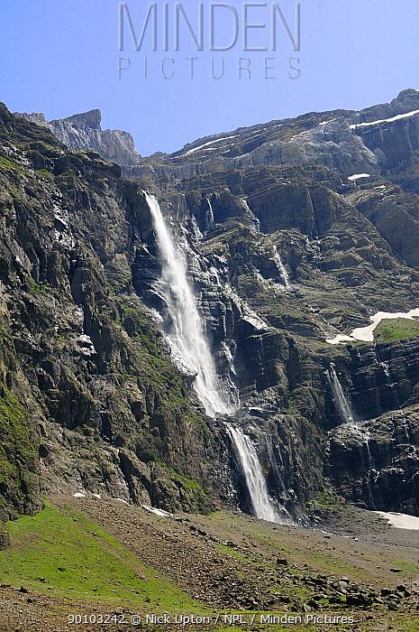 Gavarnie falls cascade down the karst limestone cliffs of the Cirque de Gavarnie, Pyrenees National Park, Haute Pyrenees, France, July 2009  -  Nick Upton/ npl