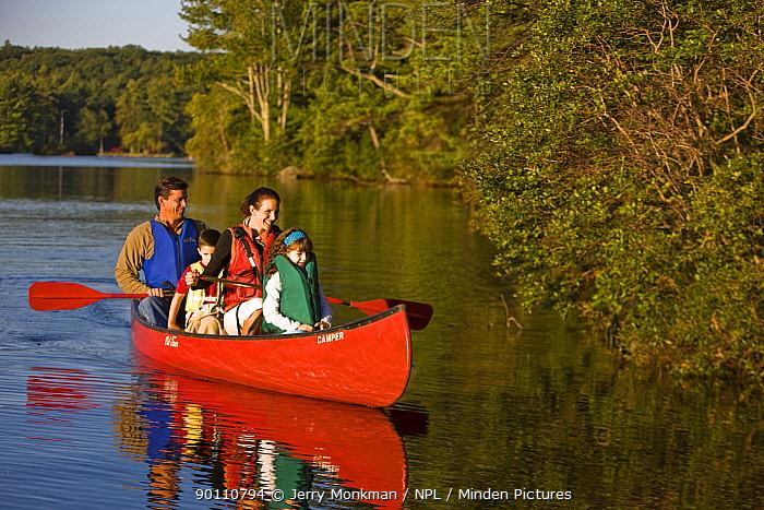 Family canoeing on Pawtuckaway Lake, Pawtuckaway State Park, New Hampshire, USA, September 2008 Model released  -  Jerry Monkman/ npl