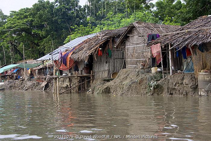 Homes threatened by rising sea levels, Passur river, Ganges delta, Bangladesh, November 2008  -  David Woodfall/ npl