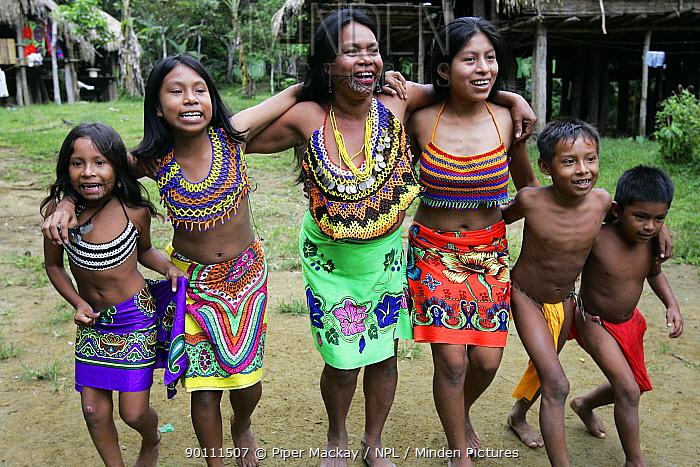 Wounaan indian women and children dancing, Soberania NP, rainforest, Panama, November 2008  -  Piper Mackay/ npl