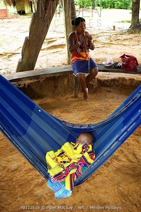 Embra Indian baby in a hammock, Panama, November 2008  -  Piper Mackay/ npl