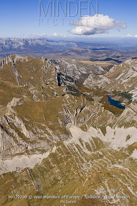Aerial view of Durmitor Mountains with Sareni Pasovi Hills, Durmitor NP, Montenegro, October 2008  -  WWE/ Radisics/ npl