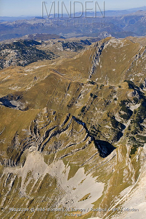 Aerial view of Sareni Pasovi hills, Durmitor NP, Montenegro, October 2008  -  WWE/ Radisics/ npl