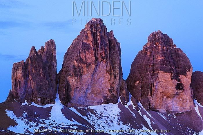 Tre Cime di Lavaredo peaks at dawn, Sexten Dolomites, South Tyrol, Italy, Europe, July 2009  -  WWE/ Krahmer/ npl