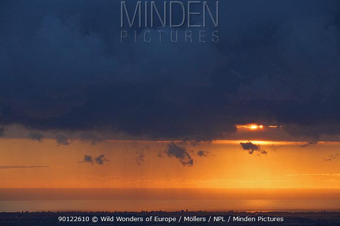 Sunrise over Rimini, Italy on the Adriatic Sea Coast, viewed from San Marino, May 2009  -  WWE/ Mollers/ npl