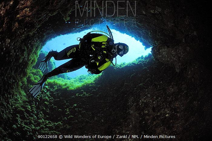 Cave diving, Comino Island, Malta, May 2009  -  WWE/ Zankl/ npl