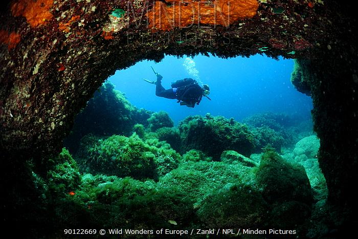 Cave diving, Comino Island, Malta, Mediteranean, May 2009  -  WWE/ Zankl/ npl
