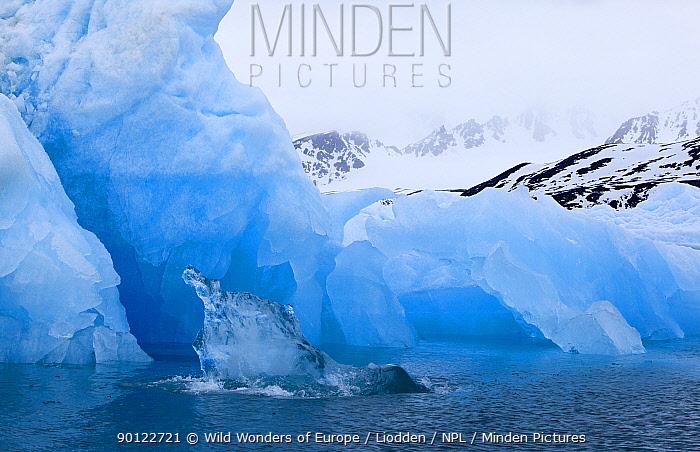 Ice on the coast, Spitsbergen, Svalbard, Norway, June 2009  -  WWE/ Liodden/ npl