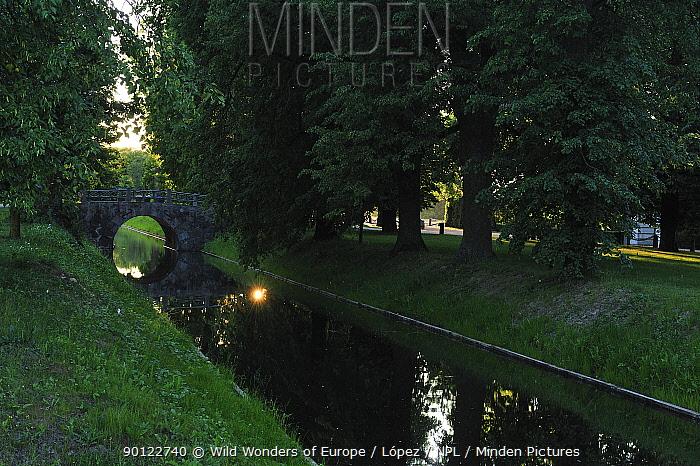 Moat like canal, Rundale palace, Pilsrundale, Latvia, June 2009  -  WWE/ Lopez/ npl