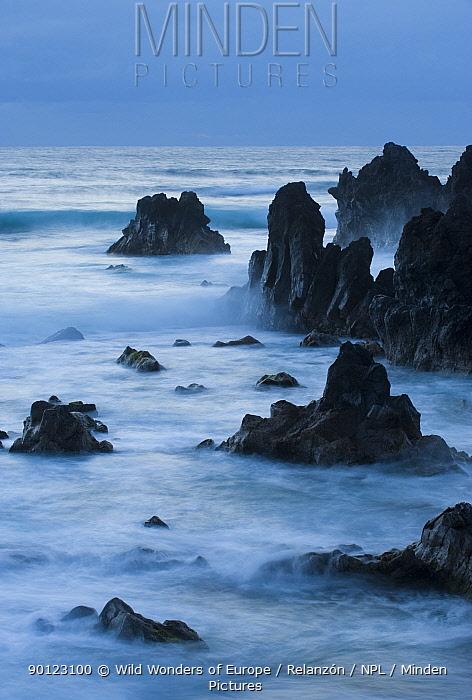 Wild coast near Los hervideros South West Lanzarote, Canary Islands, Spain, March 2009  -  WWE/ Relanzon/ npl