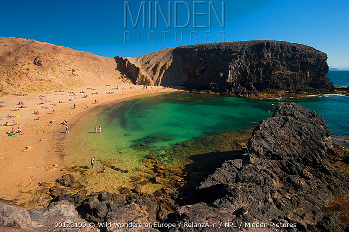 People on Papagayo beach, Lanzarote, Canary Islands, Spain, April 2009  -  WWE/ Relanzon/ npl