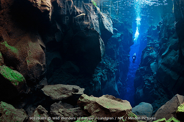 Diver in the tectonic boundary between the Eurasian and the North American plates, Silfra, Thingvellir lake, Thingvellir National Park, Iceland, May 2009 Not to be supplied to Italian magazines or newspapers until 25th October 2010  -  WWE/ Lundgren/ npl